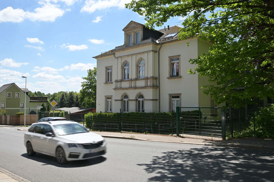 In diesem Haus in Siegmar an der Oberfrohnaer Straße hatten bis zuletzt 30 Alkohol-Abhängige gewohnt. Die Stadt räumte das Gebäude und funktionierte es um.