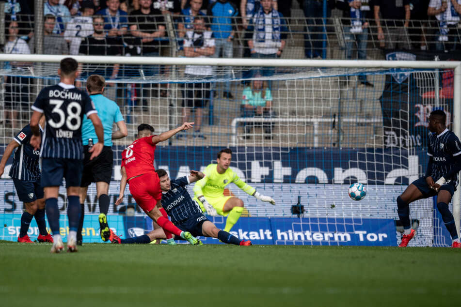 Suat Serdar (3.v.l) erzielt nach einer starken Einzelaktion das 1:0.
