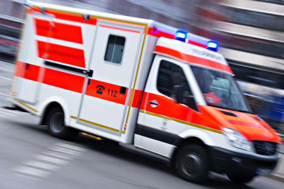 München: Autofahrer biegt bei Rot ab und erfasst ein Kind: Zehnjähriger schwer verletzt