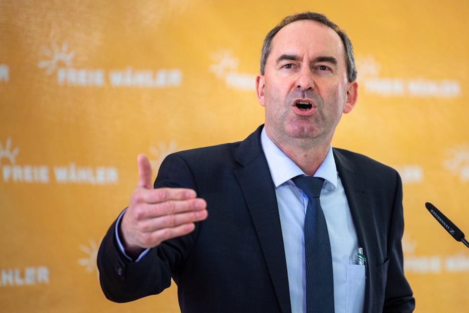 Der bayerische Wirtschaftsminister Hubert Aiwanger (50, Freie Wähler) hat sich noch nicht impfen lassen.