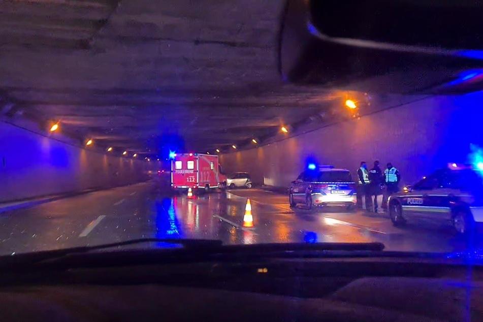 Auf der A103 ist ein Smart-Fahrer gegen eine Tunnelwand gekracht.