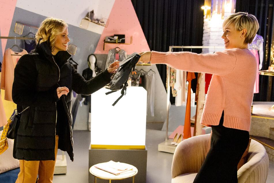 Alles was zählt: Helikopter-Mama Leonie deckt Affäre von Kim und Deniz auf!