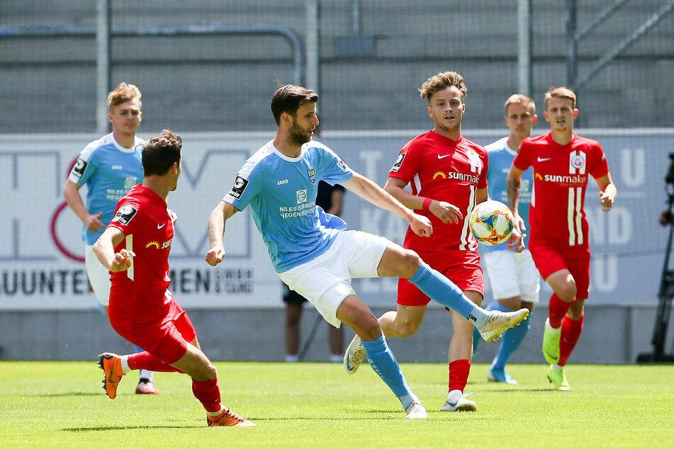 Im brisanten Spiel zwischen dem Chemnitzer FC und FC Hansa Rostock ist bislang noch kein Tor gefallen.
