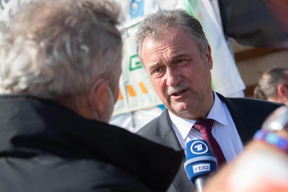 Der Bundesvorsitzende der Gewerkschaft der Lokführer (GDL), Claus Weselsky (62), spricht schon vom nächsten Streik.