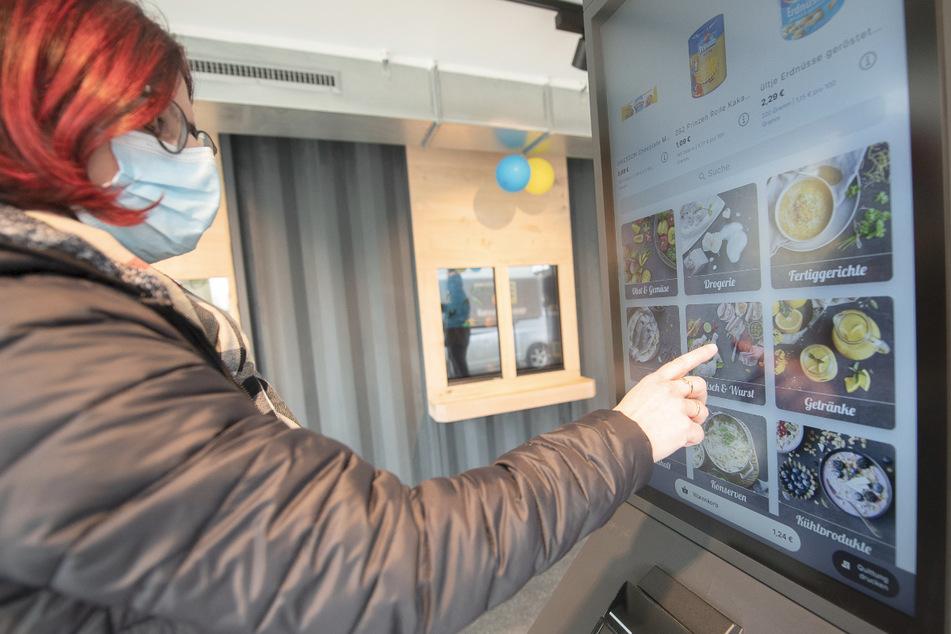 Digitalisierter Mini-Supermarkt ohne Mitarbeiter wird an Bahnhof getestet