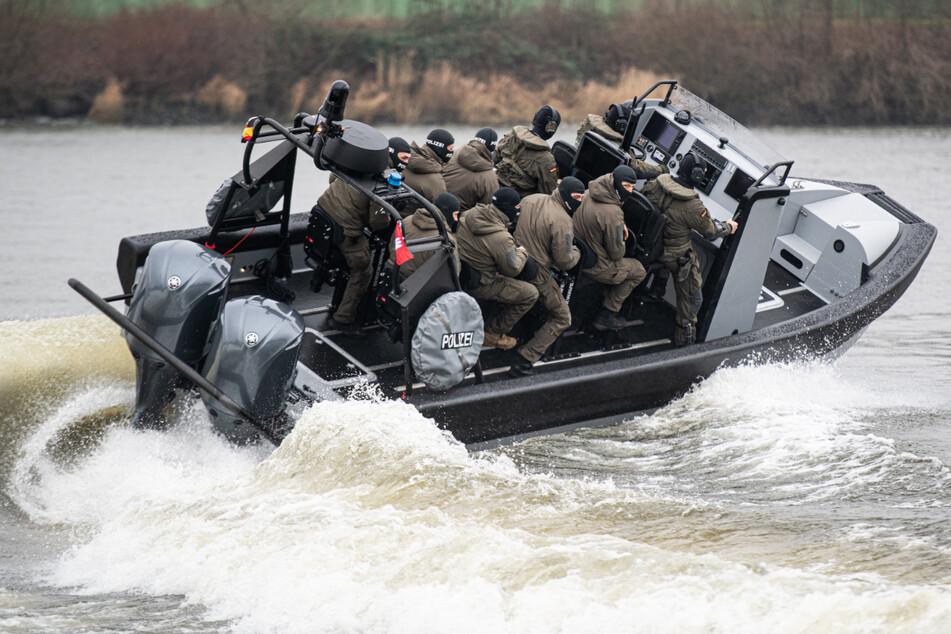 Mit dem Spezialboot soll das SEK übers Wasser zu brenzligen Einsätzen gebracht werden. (Archivbild)