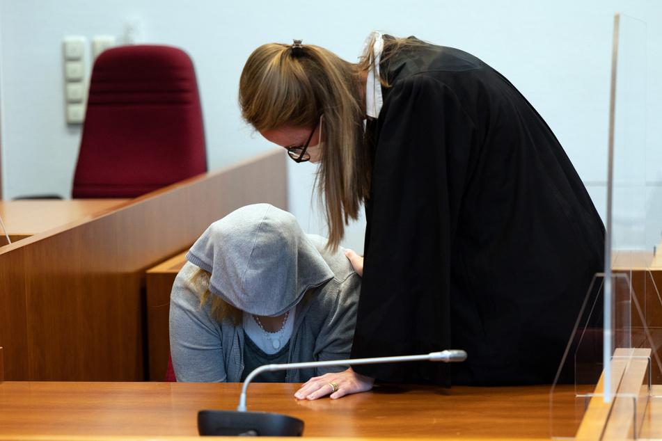 Die 22-Jährige wurde vom Gericht verurteilt, weil sie ihre schwerkranke Mutter getötet hat.