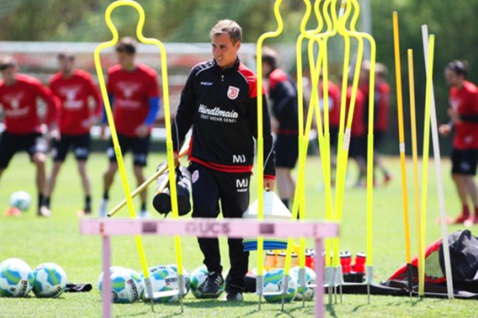 Marcus Jahn mit dem Regensburger Logo auf der Brust. Bei SSV Jahn war er Nachwuchskoordinator und Co-Trainer.