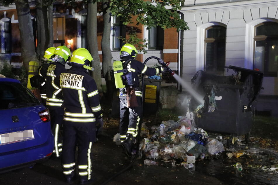 In der Zschopauer Straße fackelte ein Müllcontainer ab.