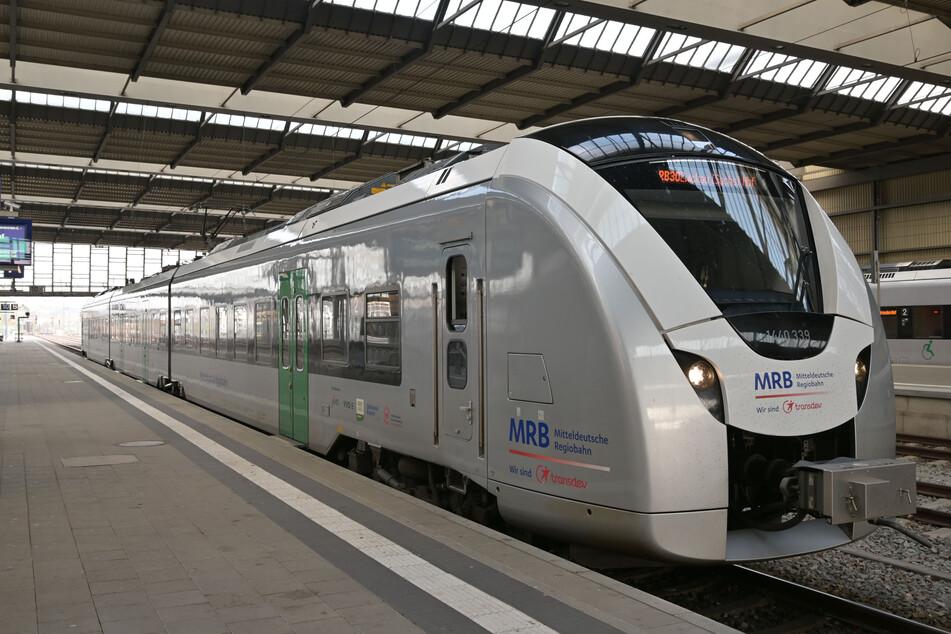 Im Chemnitzer Hauptbahnhof wurde am Montagabend ein Mann (34) festgenommen. Er soll vor zwei minderjährigen Mädchen an seinem Penis herumgespielt haben. (Archivbild)
