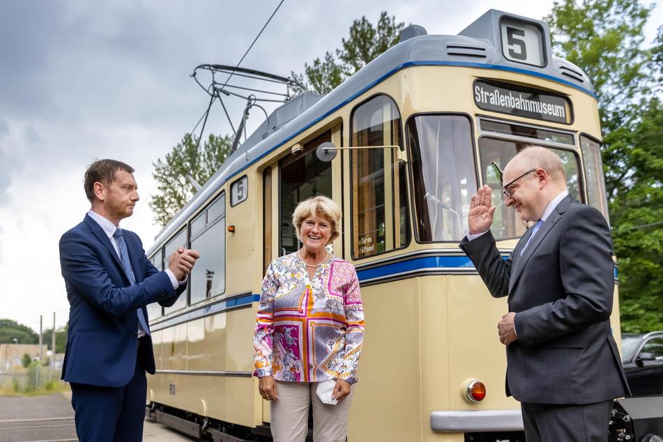 MP Michael Kretschmer (46, CDU, v.l.), Ministerin Monika Grütters (59, CDU) und OB Sven Schulze (49, SPD) beim Treffen am Freitag im Chemnitzer Straßenbahnmuseum.