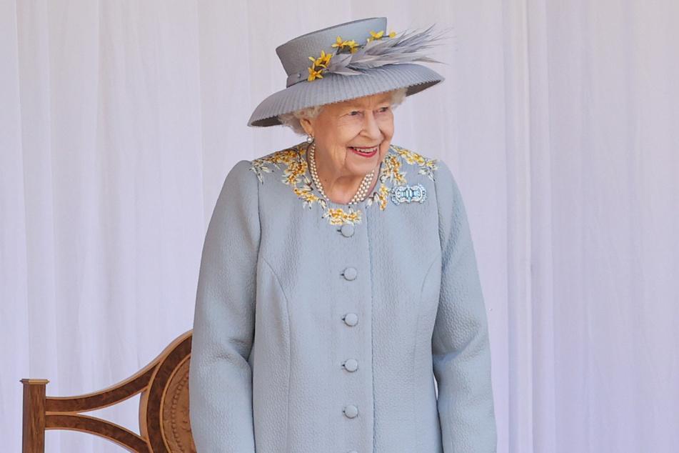 Nach all den tragischen Schlägen der vergangenen Monate hat Queen Elizabeth II. (95) endlich wieder Grund zum Lachen.