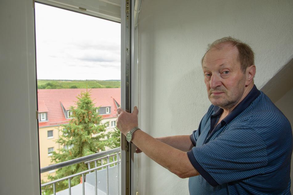 Anwohner Roland Dorn (67) muss oft seine Wohnungsfenster schließen, weil die Hagelschutz-Kanone vor Gewittern laut feuert.