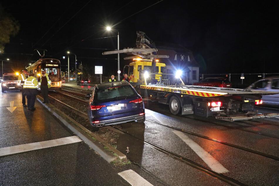 In der Neustadt fuhr ein Audi A4 ins Gleisbett der Straßenbahn.