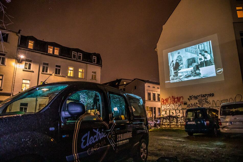 Leipziger können die Filmvorführungen aus ihrem Fenster mitverfolgen.