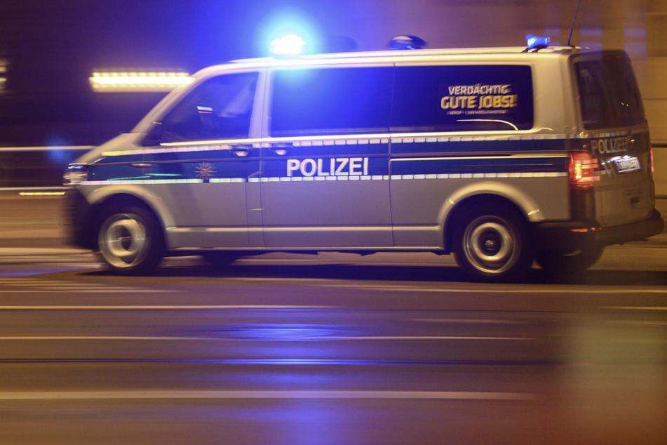 Die Polizei stoppte Mittwochnacht einen alkoholisierten Radfahrer, der ein Verkehrsschild und Wahlplakate gestohlen hatte. (Symbolbild)