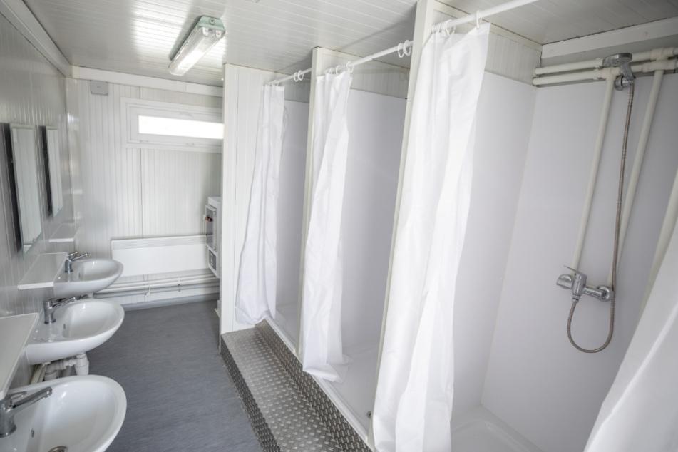 Ein Duschcontainer von innen.