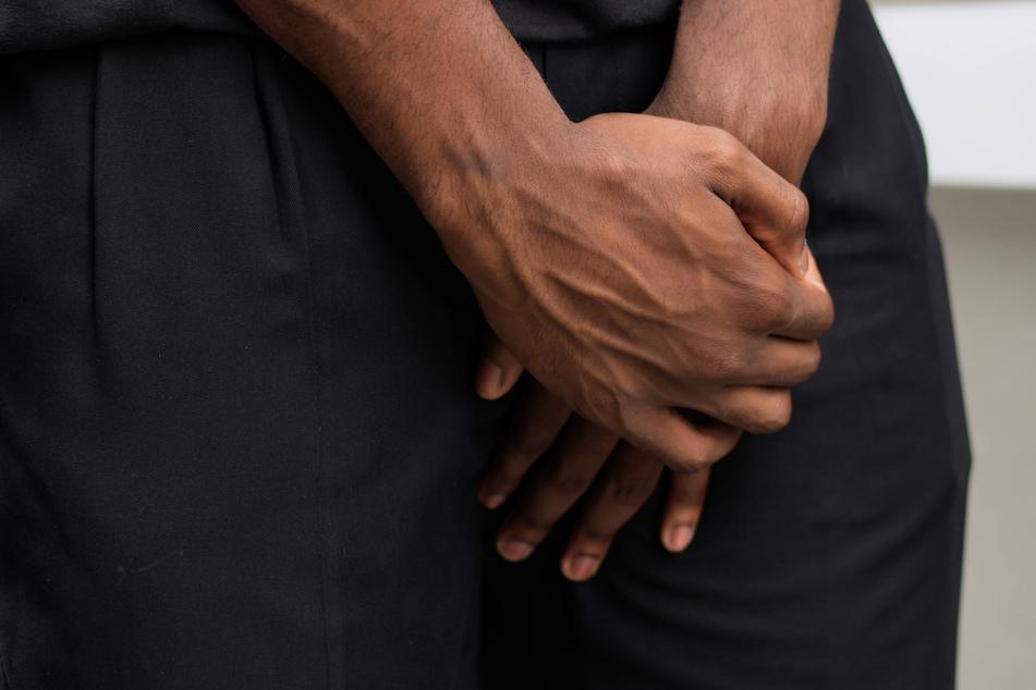 Mann schwängert Geliebte, da schneidet ihm seine Frau den Penis ab