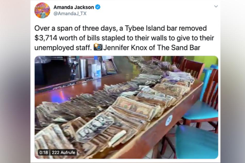 Im Video, das Amanda Jackson auf Twitter teilte, sieht man den ganzen Batzen Geld, der zusammengekommen ist.