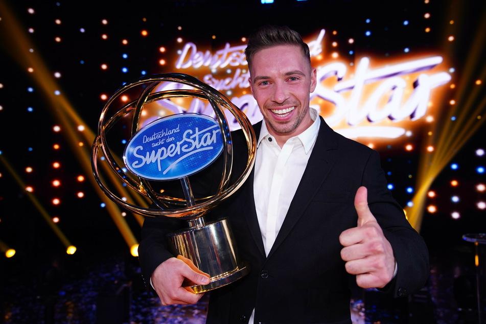 """Das Foto, das ihn über Nacht zum Star machte: Ramon kurz nach seinem Sieg bei """"Deutschland sucht den Superstar"""" 2020."""