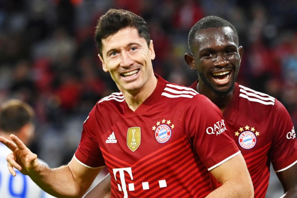Robert Lewandowski (33, l.) und seine Teamkollegen vom FC Bayern München bekommen es im DFB-Pokal mit Borussia Mönchengladbach zu tun.
