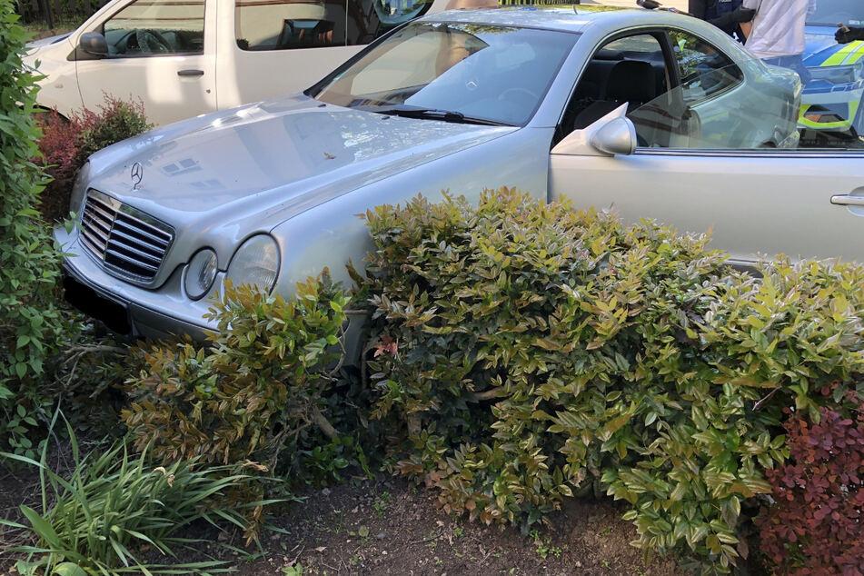 Mercedes-Fahrer will vor Alkoholkontrolle flüchten, aber das geht gehörig schief