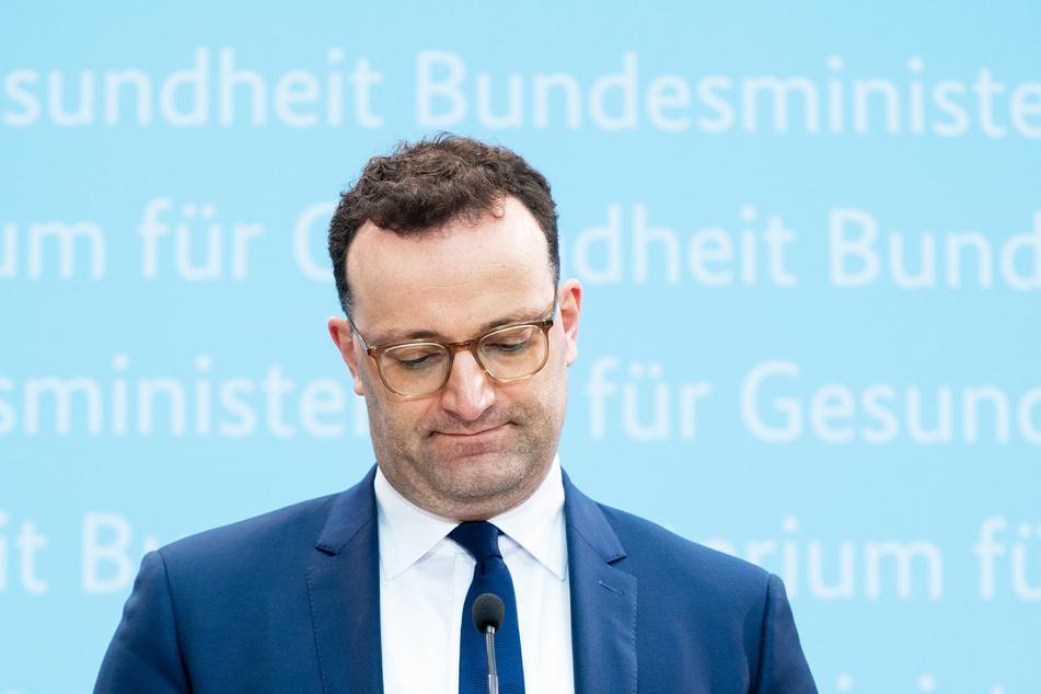 Jens Spahn (40, CDU), Bundesminister für Gesundheit, fliegt sein Maskenangebot nun um die Ohren.