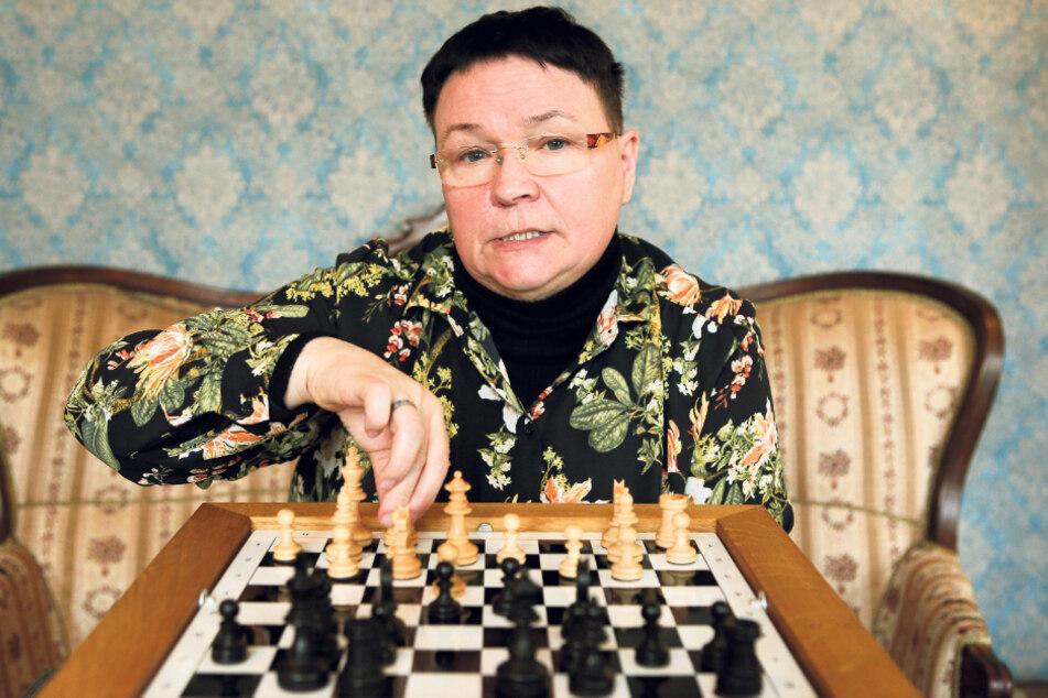 Das Schachspiel bietet Andrea Hafenstein (58) eine Ablenkung von ihrer Krankheit. Für sie ist es viel mehr als nur ein Zeitvertreib.
