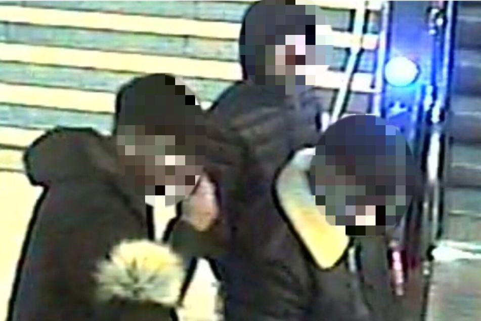 Drei junge Männer stellen sich nach brutalem S-Bahn-Überfall