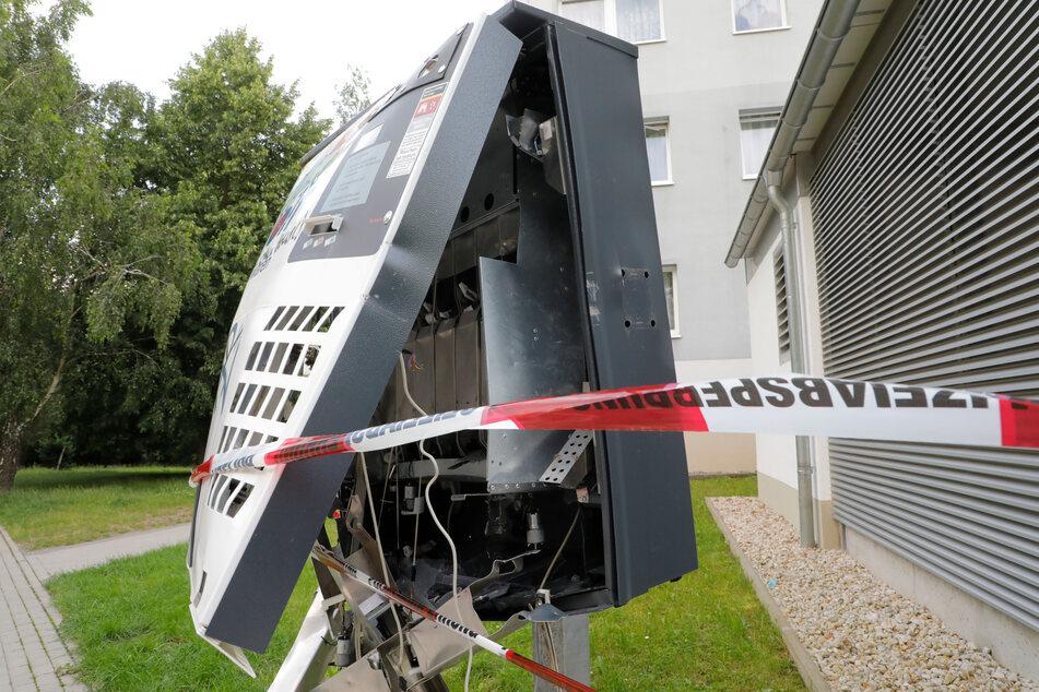 In Hutholz wurde ein Zigarettenautomat gesprengt. Vermutlich benutzten die Täter Böller.