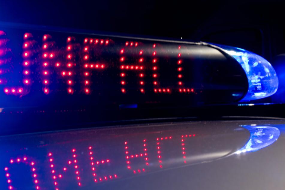 Zwei Fahrzeuge mit Batterien prallen zusammen: Vollsperrung auf der A6