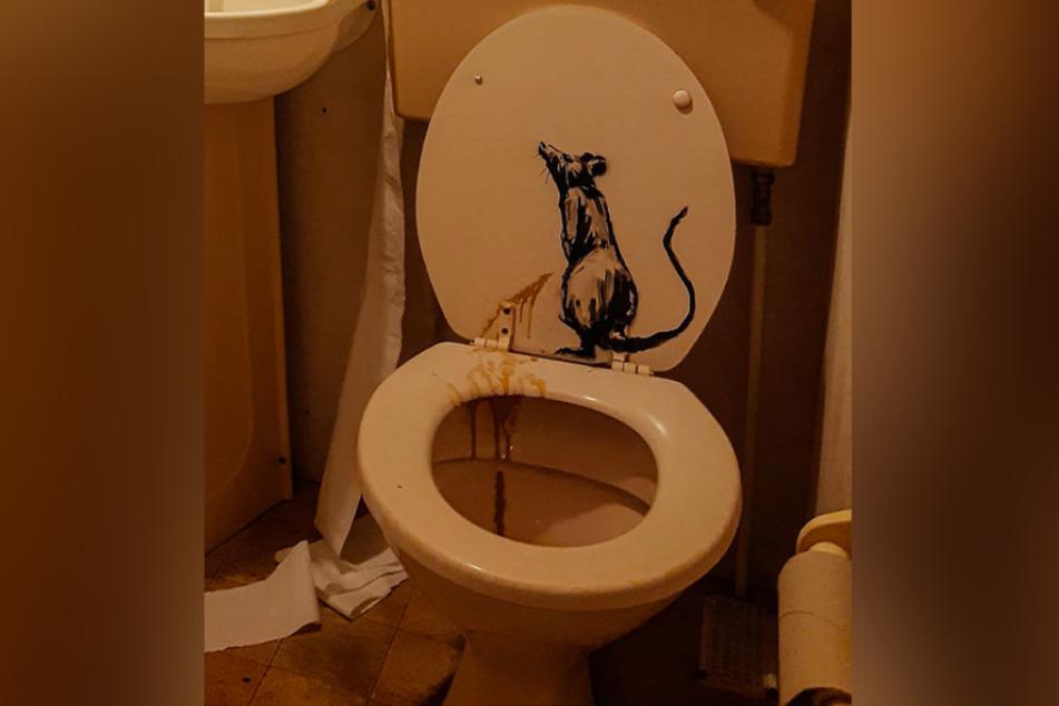 Auf diese Toilette wird sich so schnell vermutlich keiner mehr setzen.