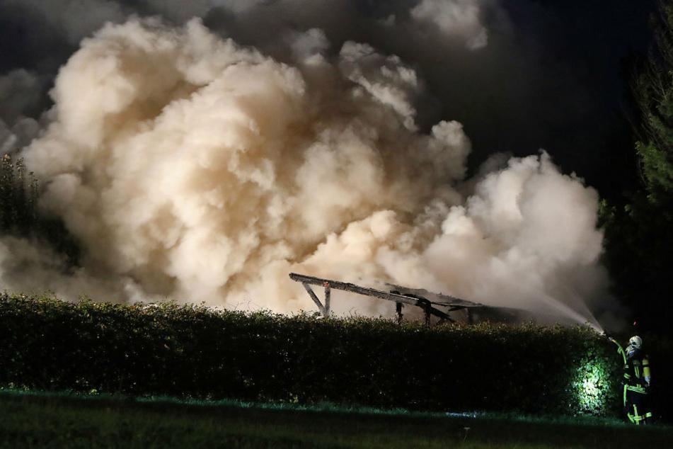 Über dem Hotelgelände bildete sich eine riesige Rauchwolke.