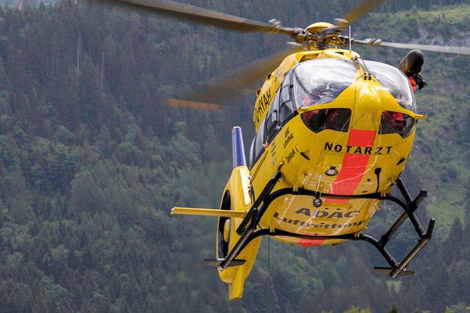 Der junge Mann musste nach der Reanimation vor Ort mit einem Hubschrauber in ein Krankenhaus geflogen werden. (Symbolbild)