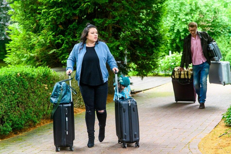 Der Zeitpunkt ist gekommen: Vanessa und Christoph reisen mit viel Gepäck ab.