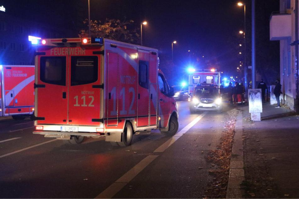 Sohn und Vater gehen bei Rettungseinsatz aggressiv auf Sanis und Polizisten los