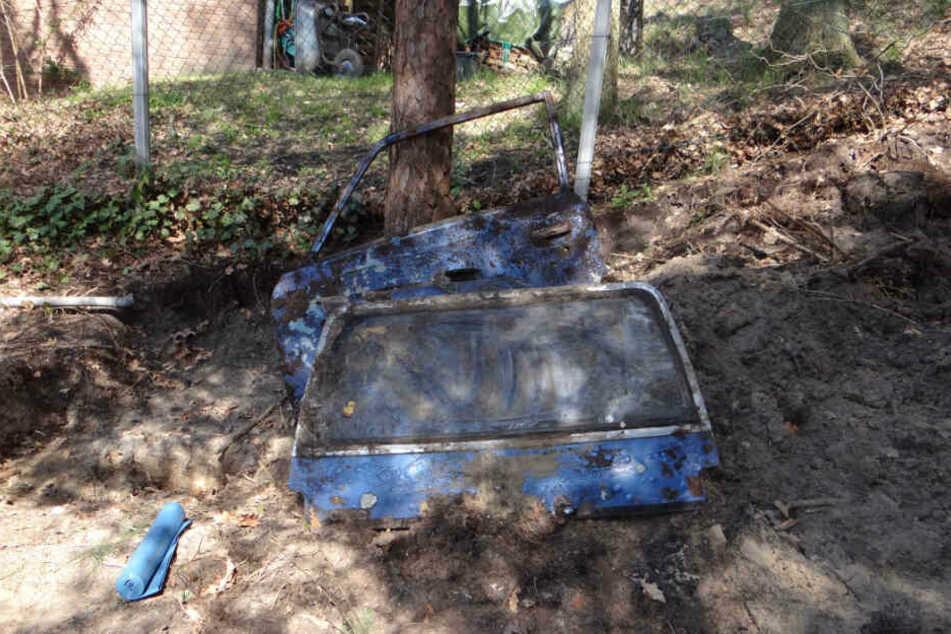 Der Göhrde-Mörder hatte auf seinem Grundstück auch Autos vergraben. (Archivbild)