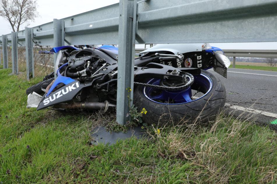 Motorrad-Drama in Sachsen: 27-Jähriger rast in den Tod
