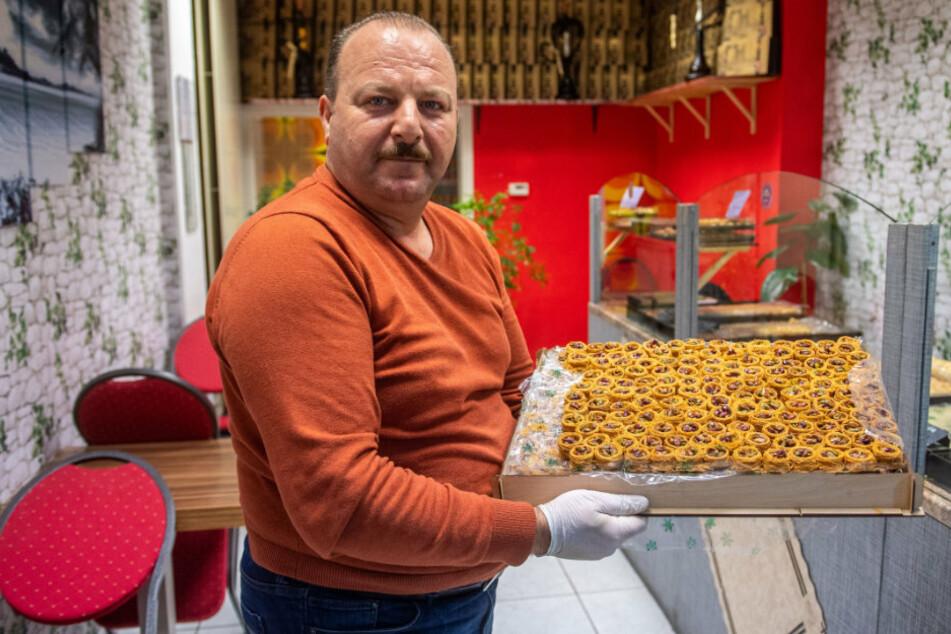 Omar Asmar (48) in seinem Geschäft Damas in der Inneren Klosterstraße in Chemnitz. Bis Nachmittag hatte er keinen einzigen Kunden.