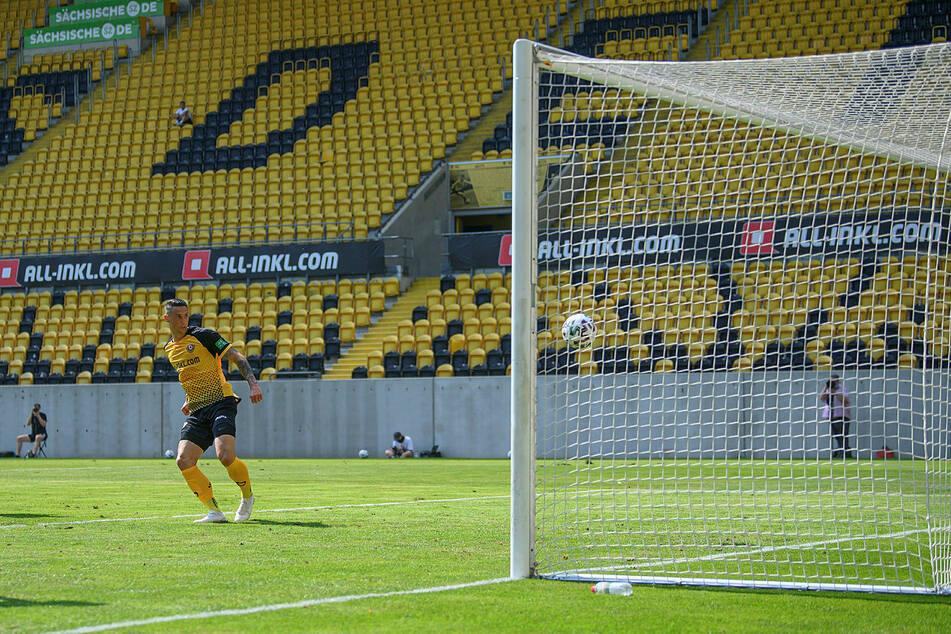 Panagiotis Vlachodimos netzt zum 2:1 ein.