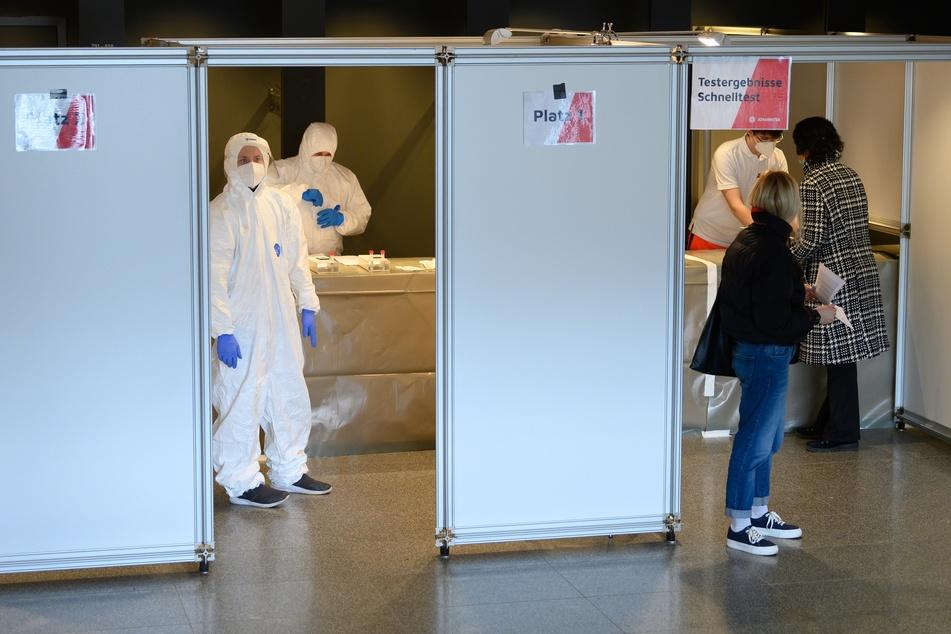 Im Dresdner Kulturpalast kann man sich jetzt testen lassen.
