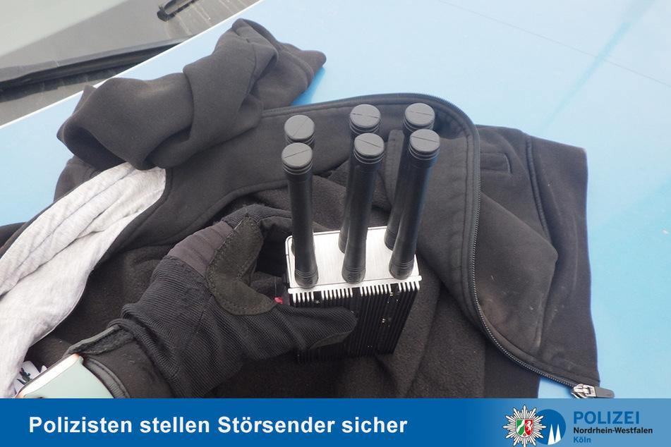Diesen Störsender stellte die Polizei bei den mutmaßlichen Autoknackern sicher.