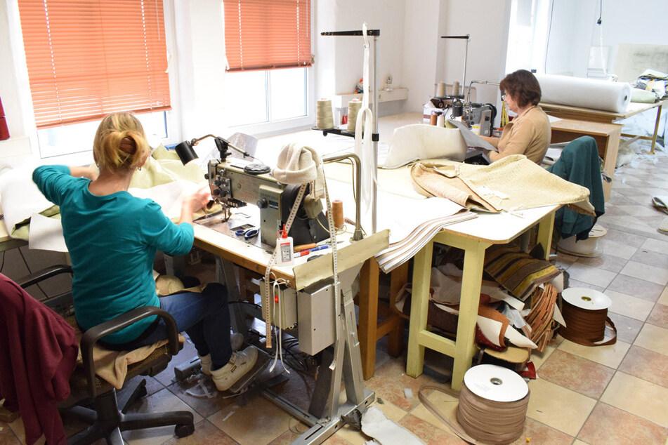 Diese Frauen stellen Möbel auf Bestellung her