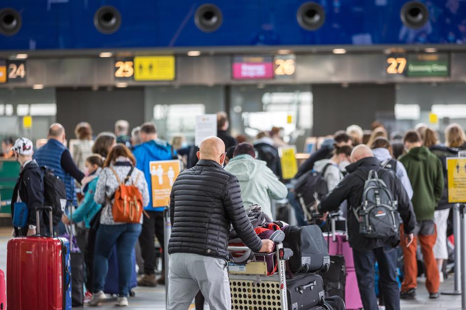 Der Flughafen Leipzig/Halle profitierte im Sommer von den steigenden Zahlen bei Urlaubsreisen und dem nach wie vor starken Frachtbetrieb. Es wurden im August erstmals seit der Corona-Krise wieder mehr Flüge registriert. (Symbolbild)