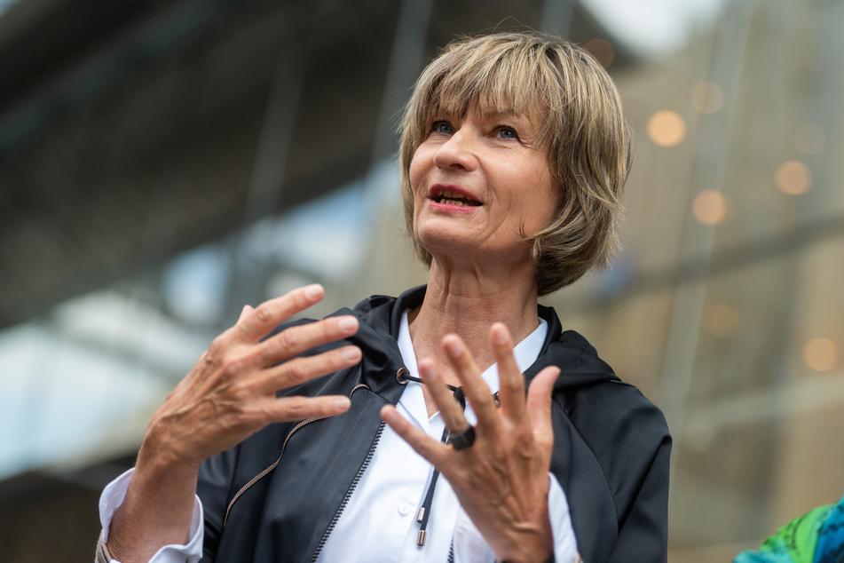 Oberbürgermeisterin Barbara Ludwig (58, SPD) sieht das Weindorf als Testlauf für den Weihnachtsmarkt.