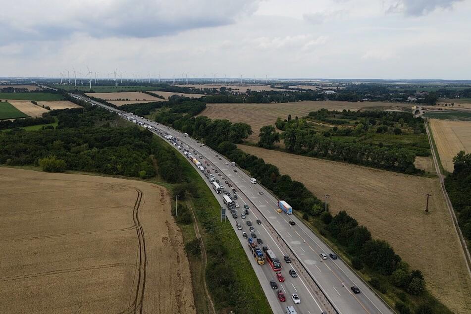 Der Verkehr auf der A2 staute sich stundenlang.