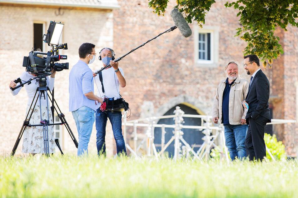 """Das gesamte Kamerateam des Münsteraner """"Tatorts"""" trägt während der Dreharbeiten Masken."""