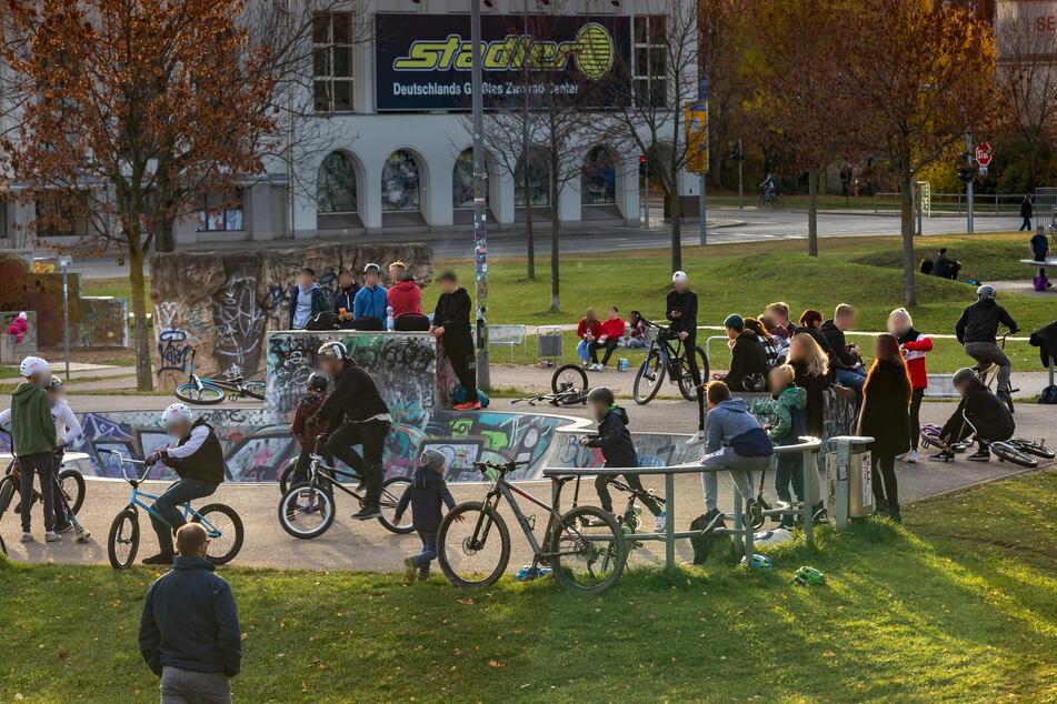 Der Konkordiapark in der vergangenen Woche: Die Abstands- und Hygieneregeln wurden missachtet. Nun zieht die Stadt Konsequenzen.