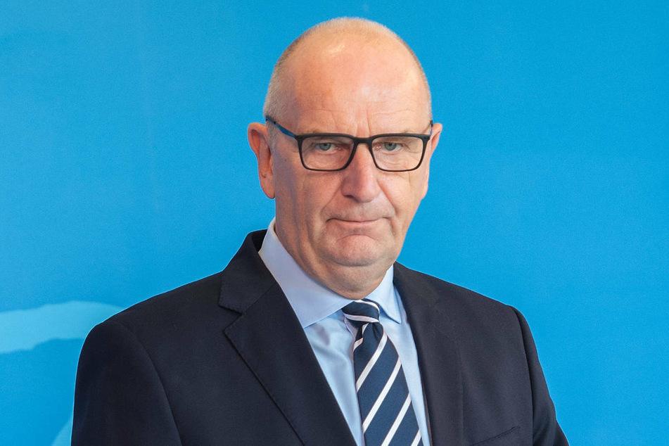 Brandenburgs Ministerpräsident Dietmar Woidke (59, SPD) hat am Montag das Votum der Ständigen Impfkommission zur Corona-Impfung von Kindern und Jugendlichen ab 12 Jahren begrüßt.