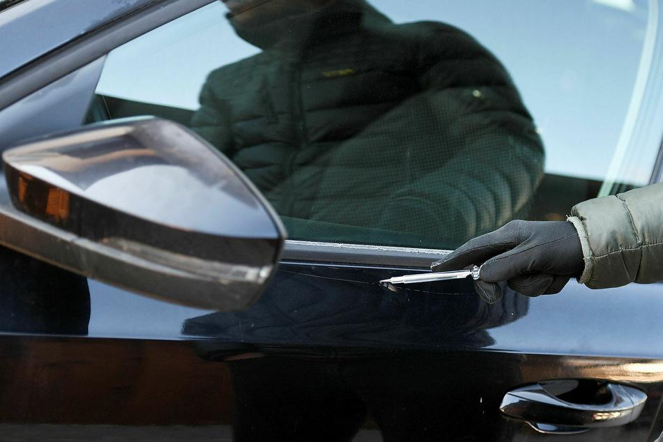 Ein 29-Jähriger soll in Gohlis-Nord den Lack an 127 Autos zerkratzt haben. (Symbolbild)